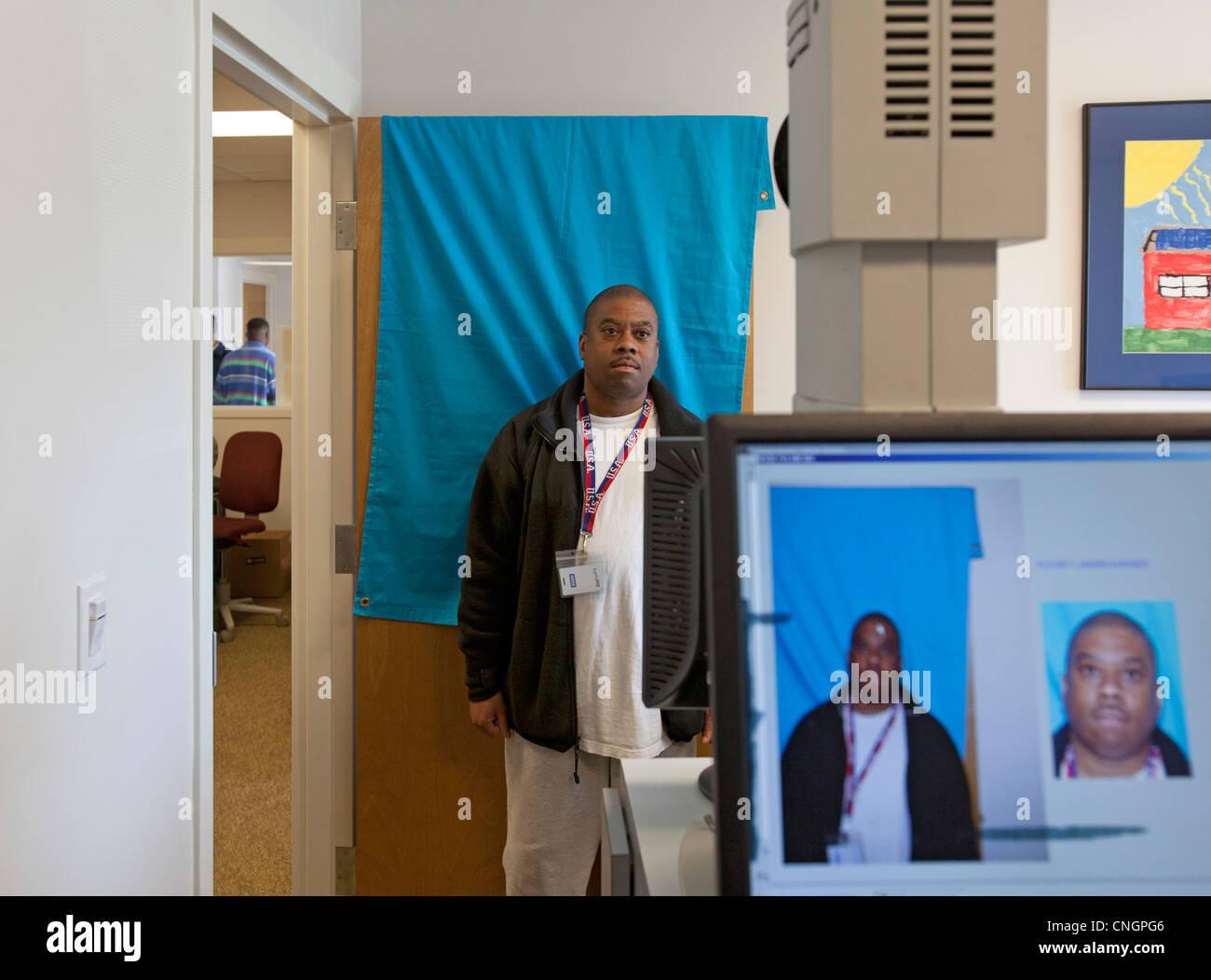 Un StandDown para veteranos ofrece ayuda con la atención sanitaria, ropa, empleos y otros servicios a cientos Imagen De Stock