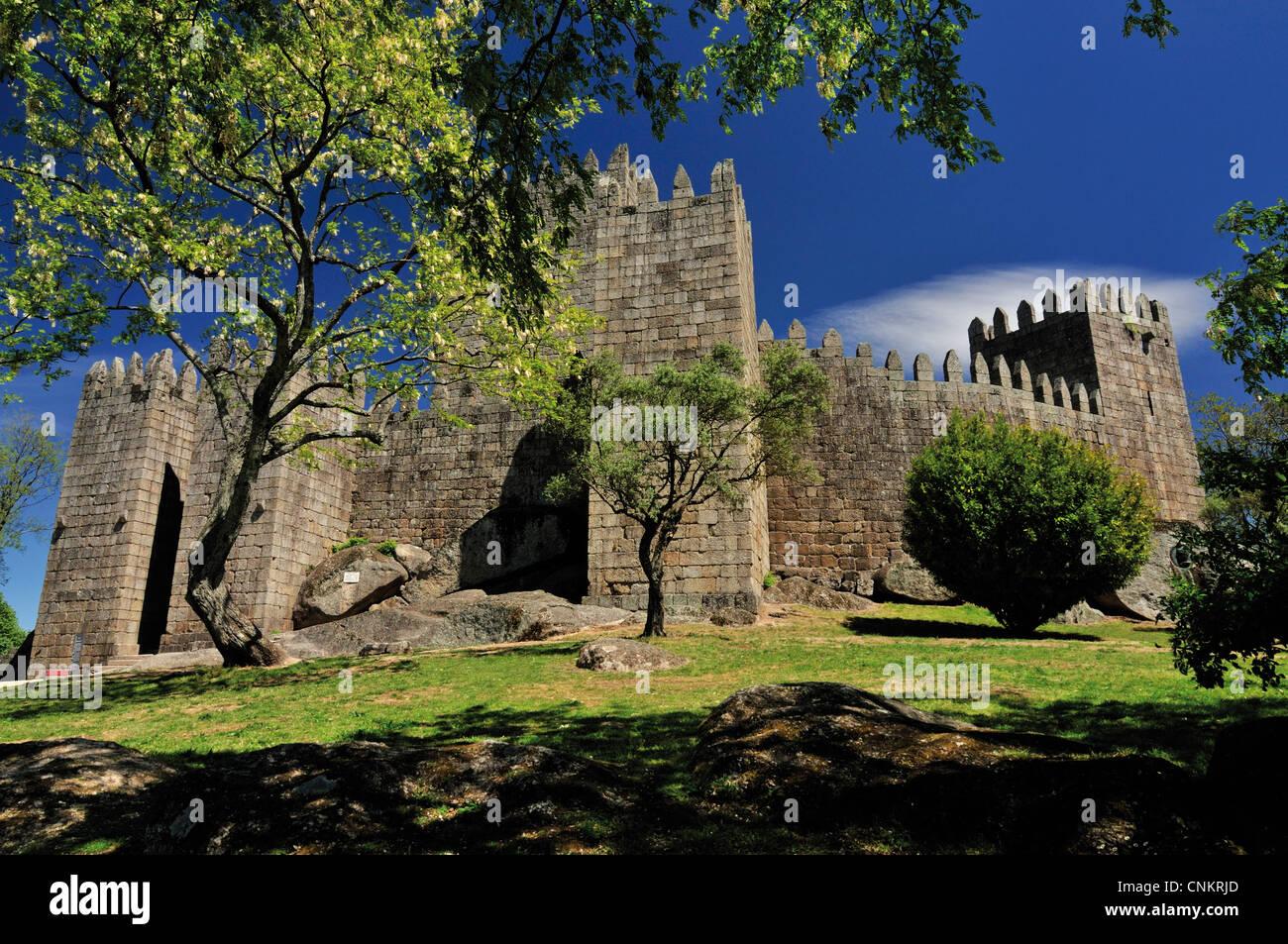Portugal: Castillo Medieval y cuna de Portugal en la Capital Europea de la Cultura 2012 Guimaraes Imagen De Stock