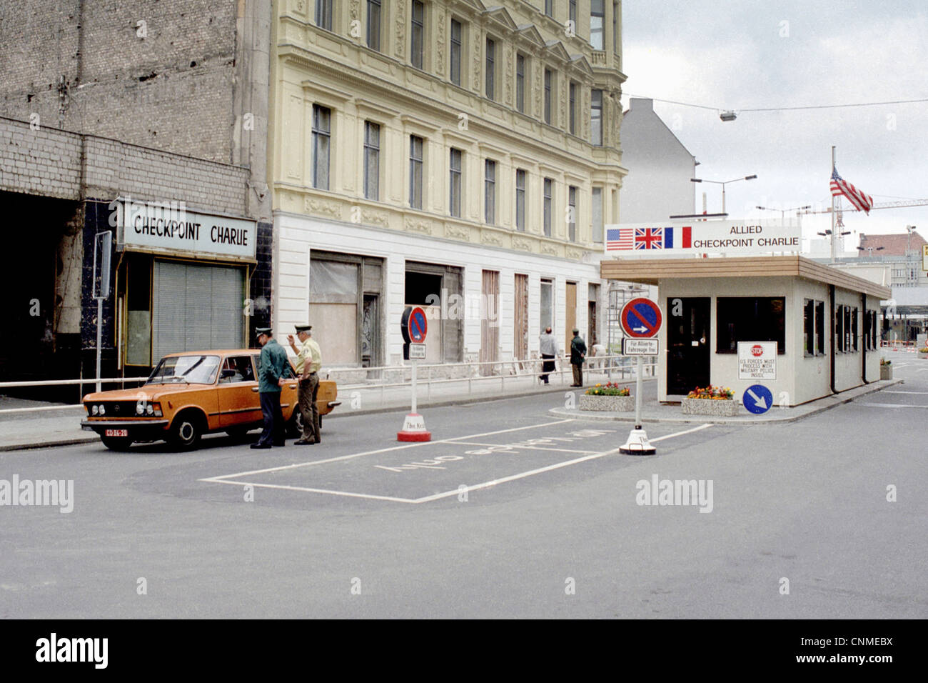 El Checkpoint Charlie en la Friedrichstrasse - muro de Berlín Imagen De Stock