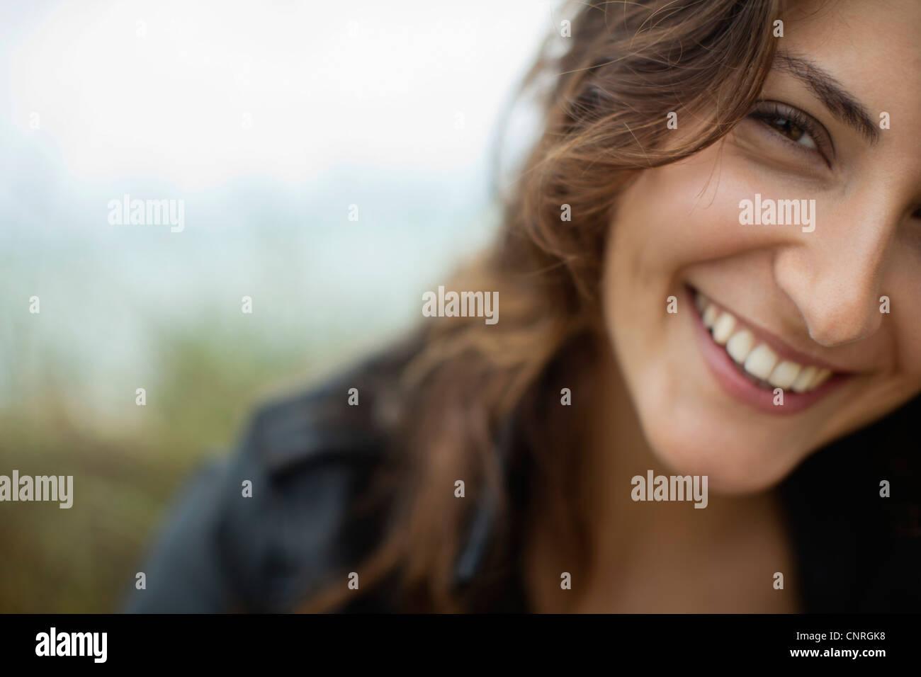 Mujer sonriente, recortadas Imagen De Stock