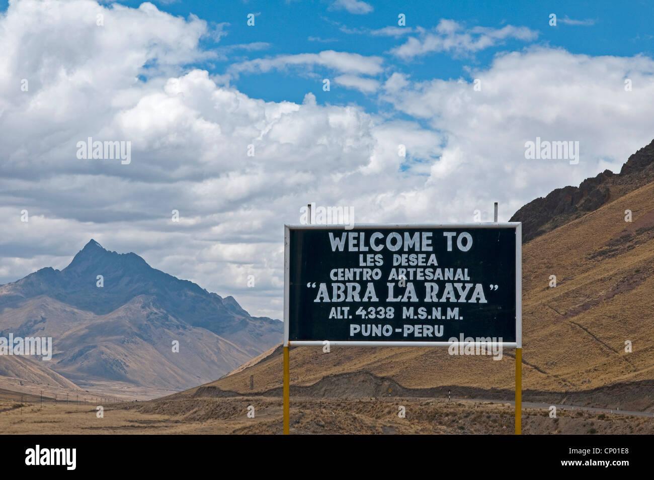 Info Sign en el puno les desea Feliz viaje pase, Perú, Feliz viaje Imagen De Stock