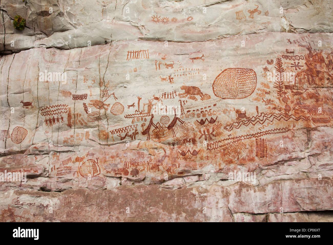 Pinturas Rupestres (pinturas rupestres) en Cerro Azul, Guaviare, Colombia, parte superior de la gama de Chiribiquete Imagen De Stock