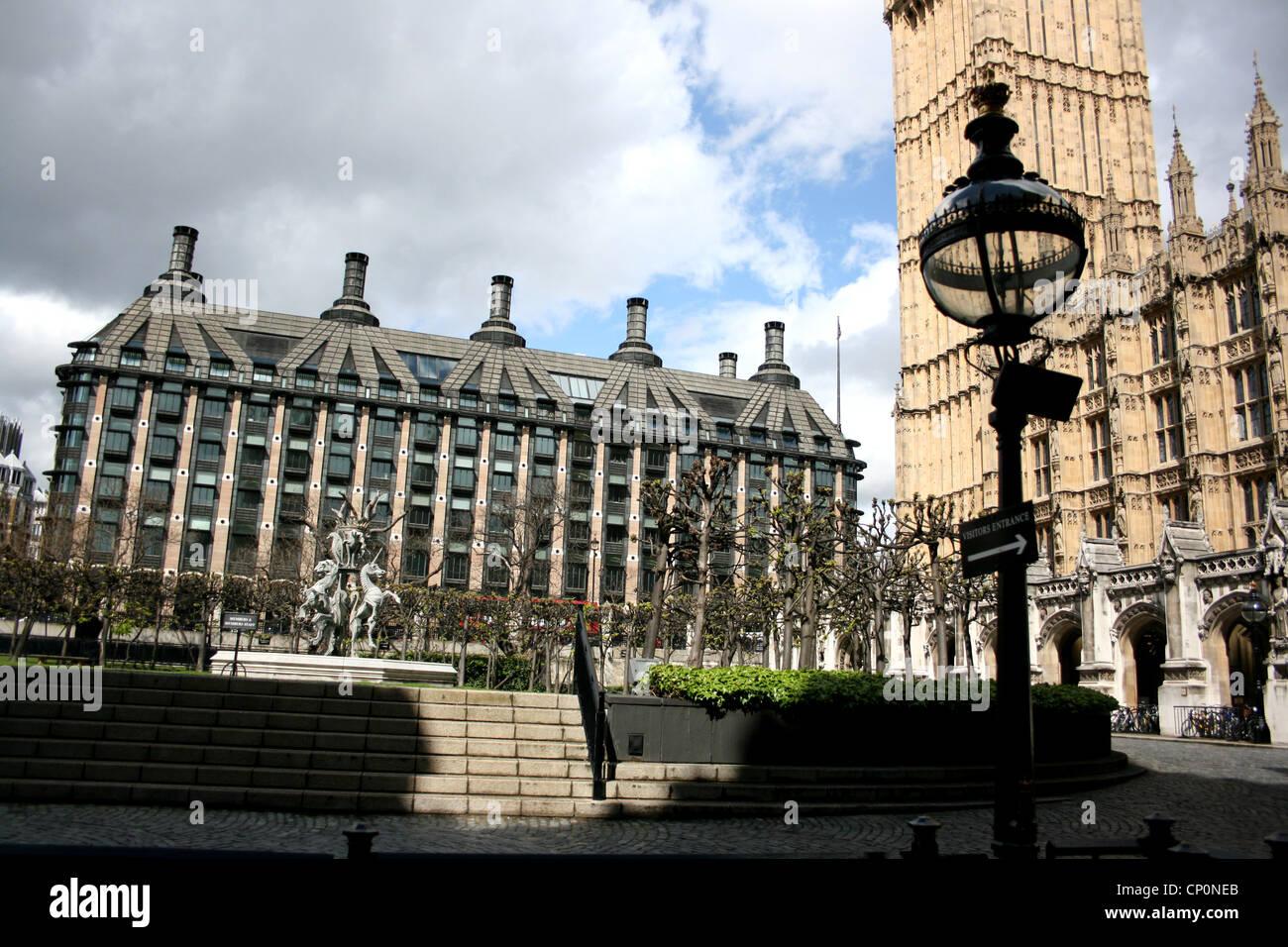 Portcullis House y el Big Ben de Londres Westminster uk 2012 Foto de stock