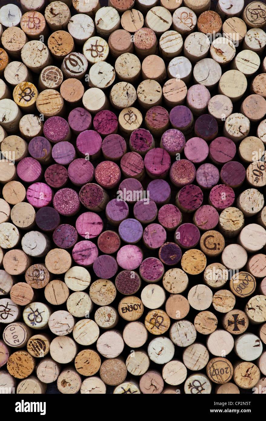 Forma de corazón el patrón de corcho de vino tinto Imagen De Stock