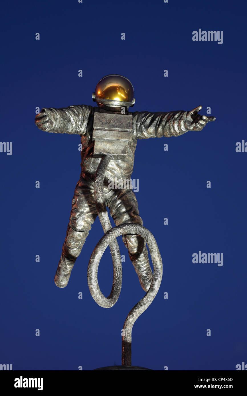 """""""El Pionero"""", una estatua que conmemora el astronauta estadounidense Ed White, fuera del Centro Espacial Imagen De Stock"""