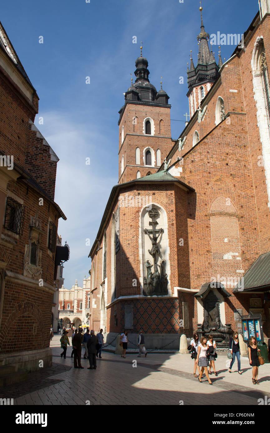 Lado de la Basílica de Santa María, en Cracovia, Polonia Imagen De Stock