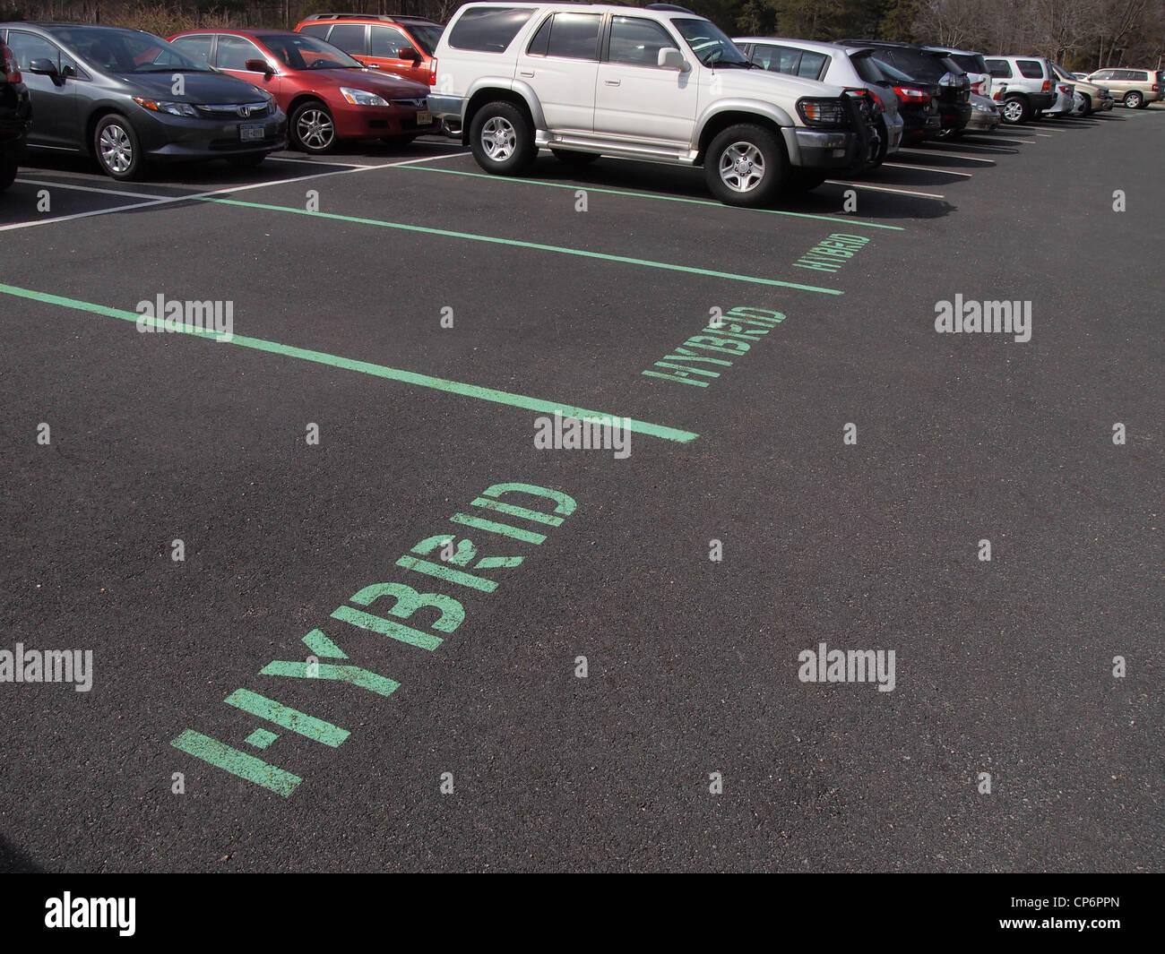 Espacios de estacionamiento reservados para vehículos híbridos, Nueva York, Estados Unidos, 8 de marzo Imagen De Stock