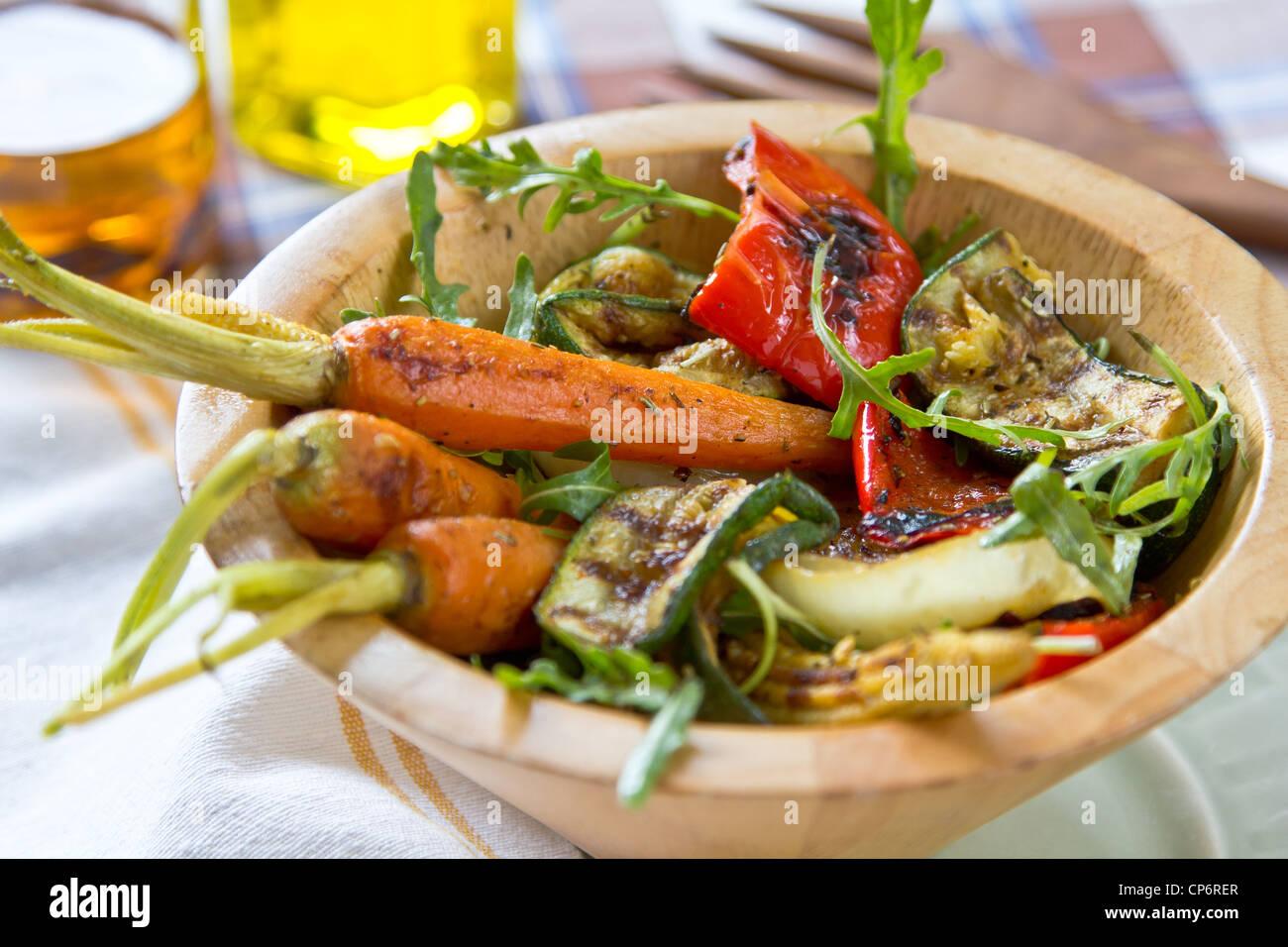 Ensalada de verduras asadas Imagen De Stock