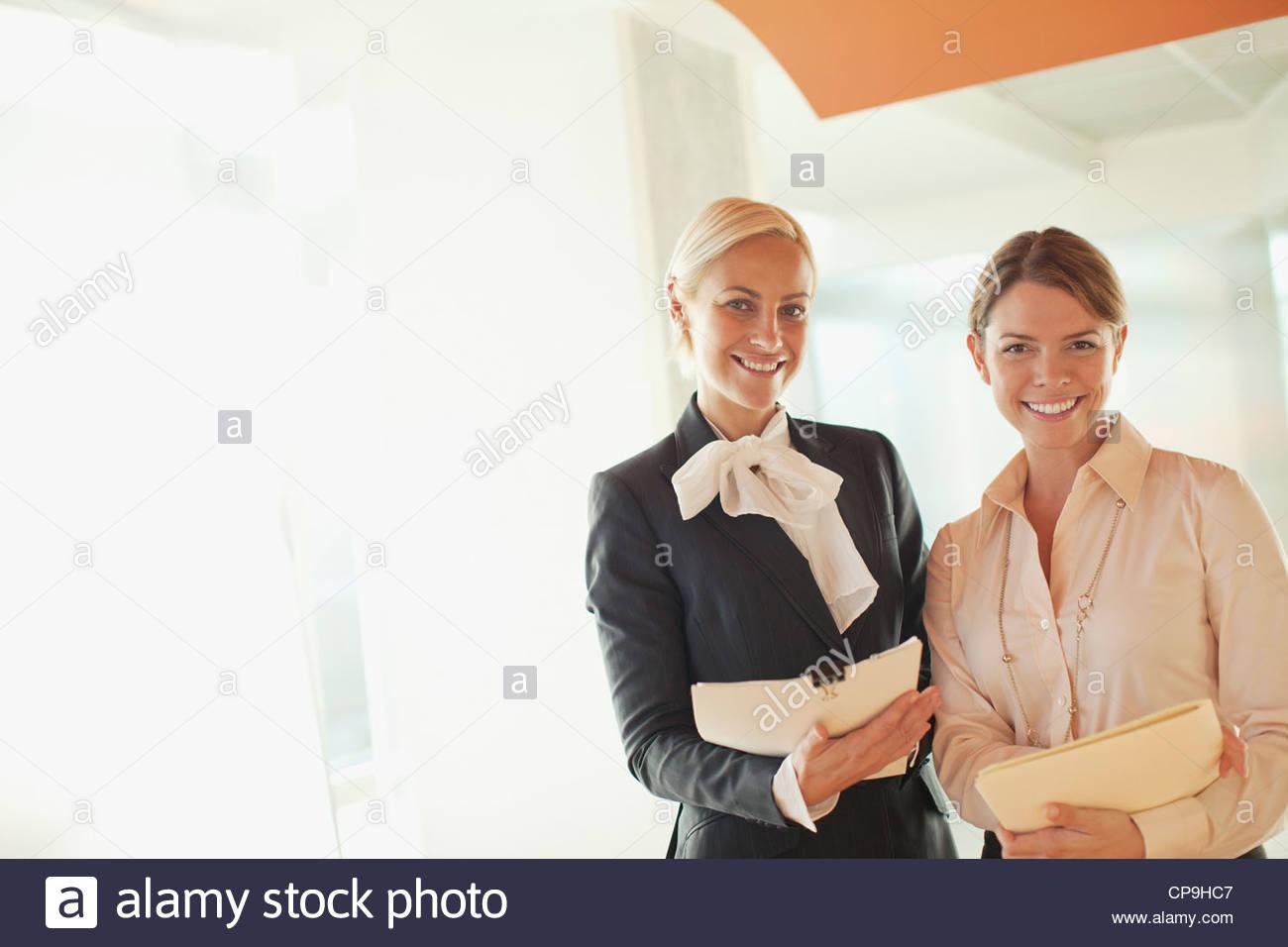 30-34 años,ambición,negocios,traje de negocios,empresaria,California,caucásico,compañero,color Imagen De Stock