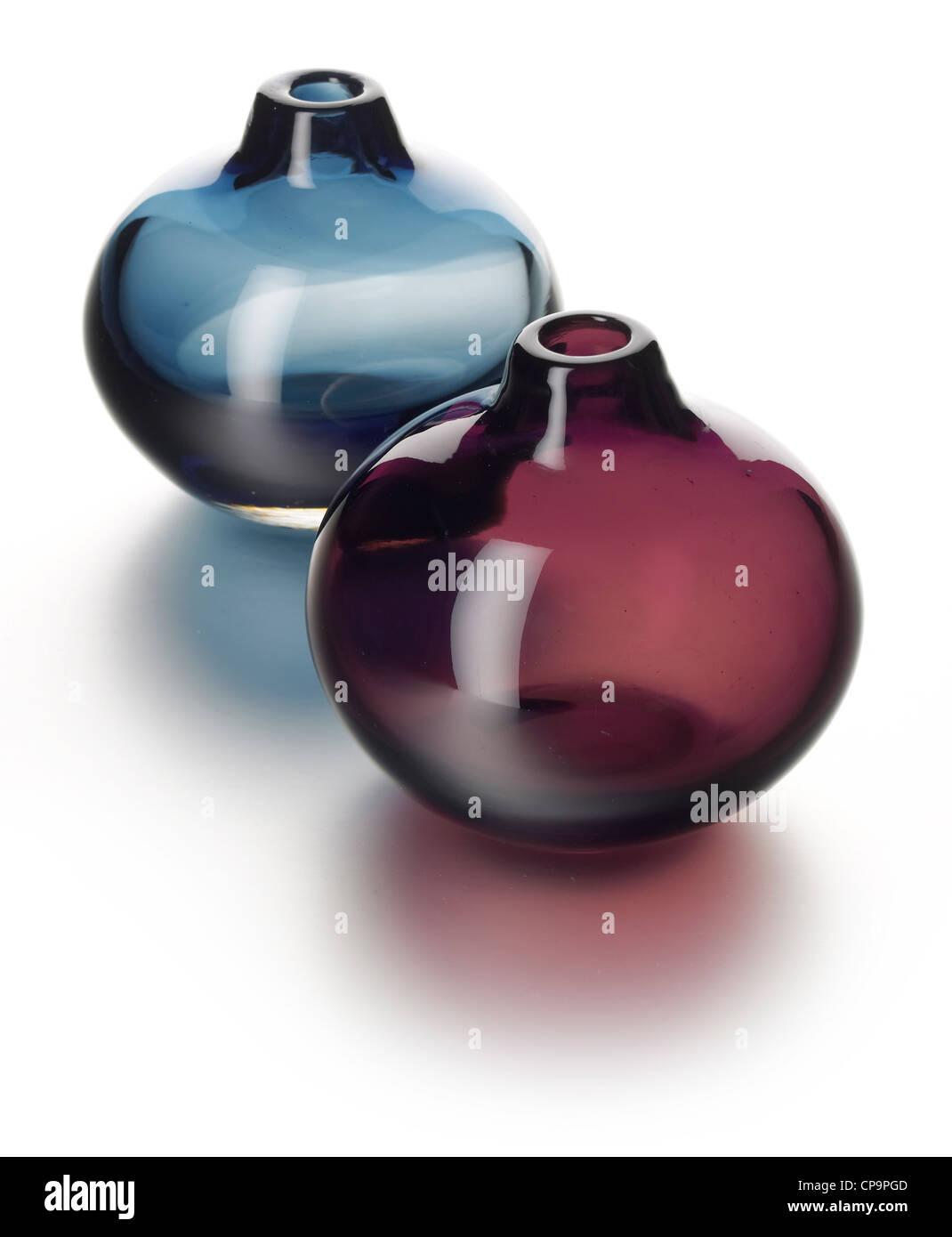 2 frascos de perfume jarrones de cristal de color Foto de stock