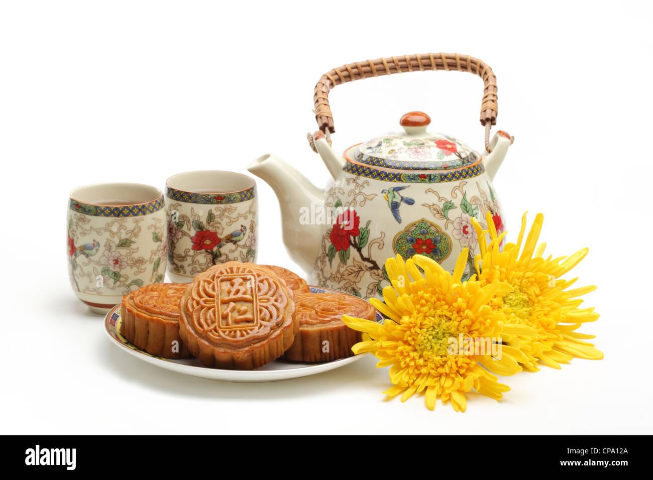 Mooncake y té,chino de mediados de otoño festival de alimentos. Foto de stock