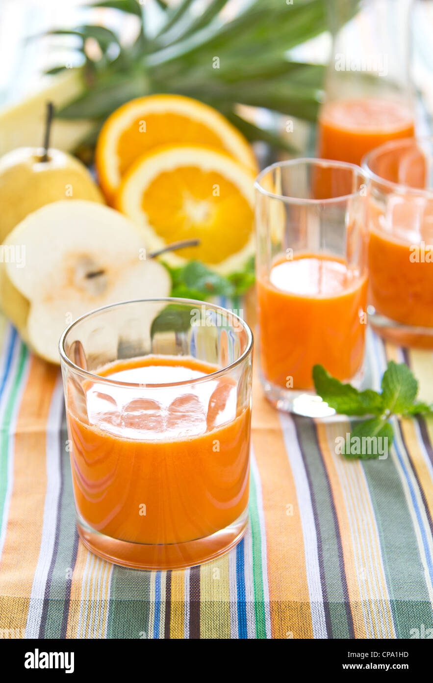 Pera,zanahoria y naranja batido Imagen De Stock