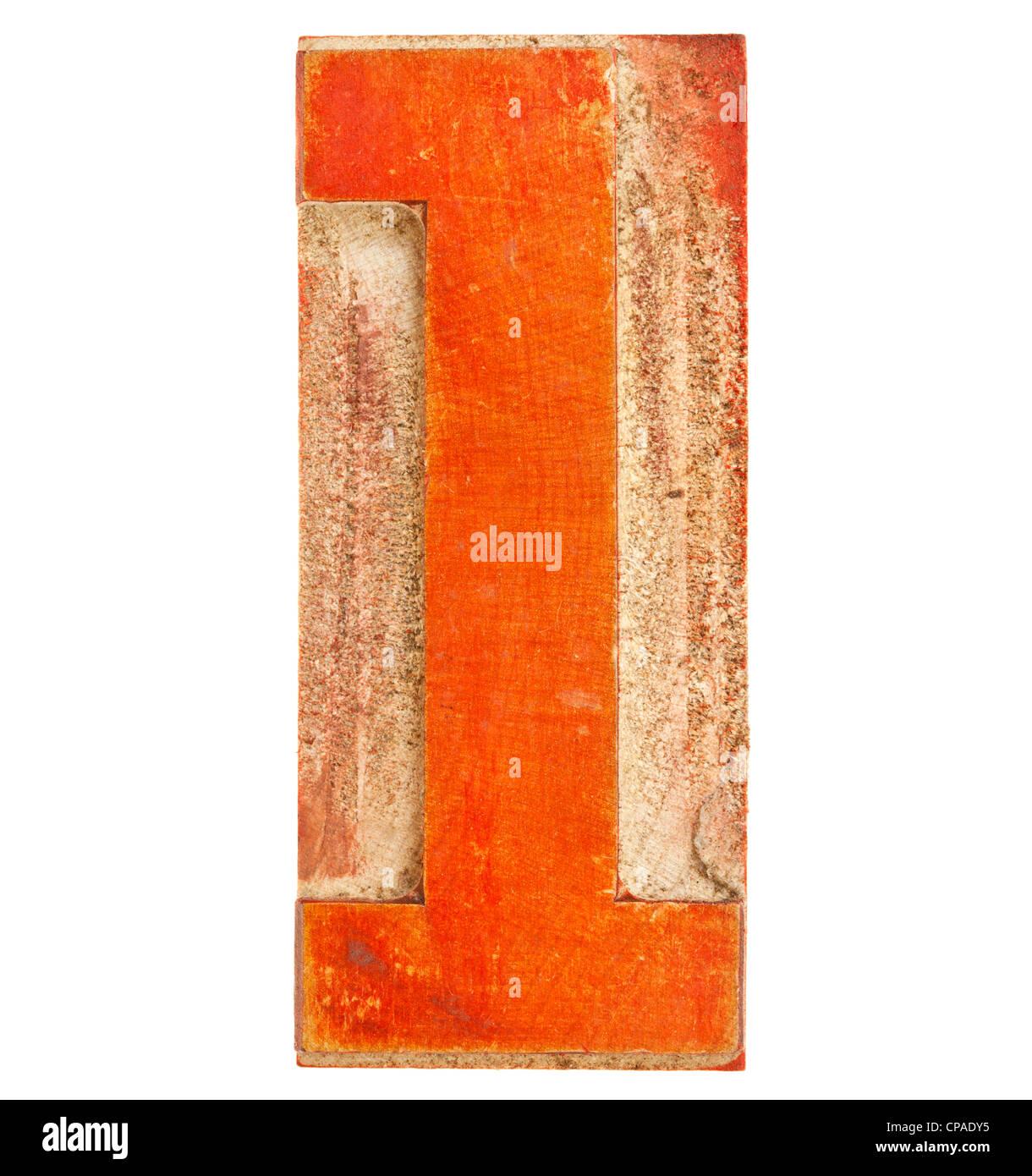 Número uno en madera aislado bloque de tipografía, manchada con tinta roja Imagen De Stock
