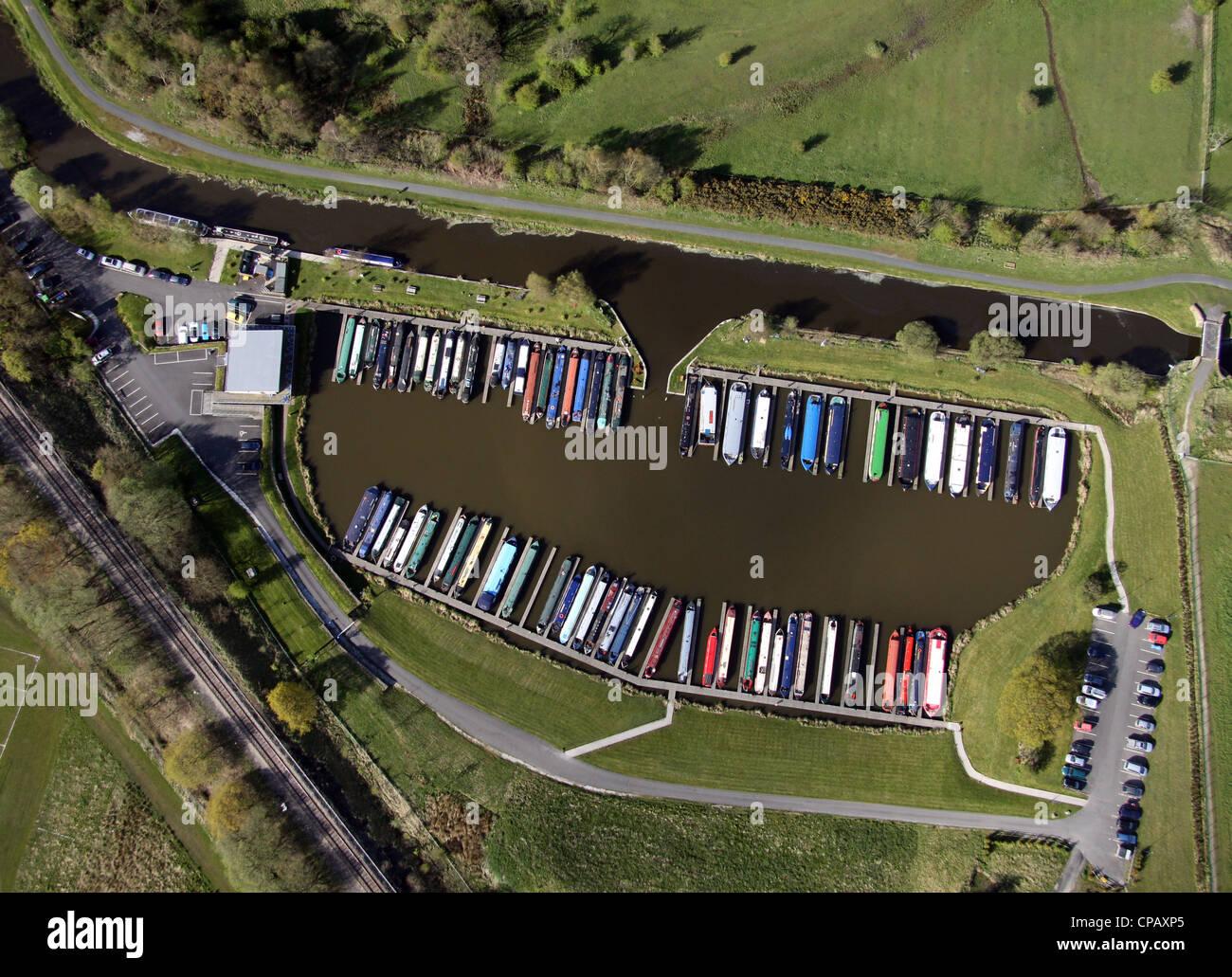 Una vista aérea de Pendle vertical estrecho canal de agua marina en barco en Burnley Imagen De Stock
