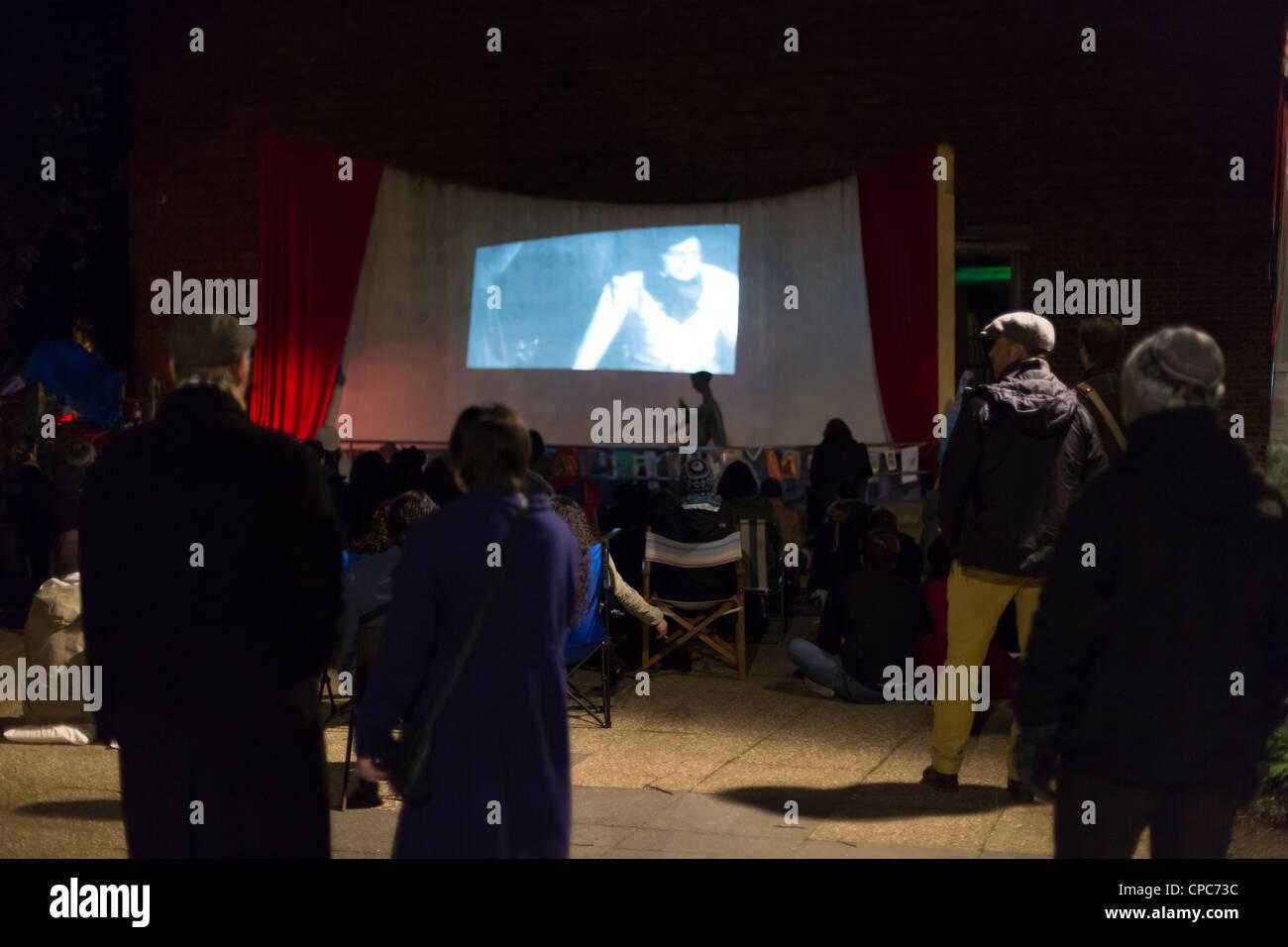 Proyecciones de cine al aire libre durante el Crouch End Festival 2012 Londres, Gran Bretaña. Imagen De Stock