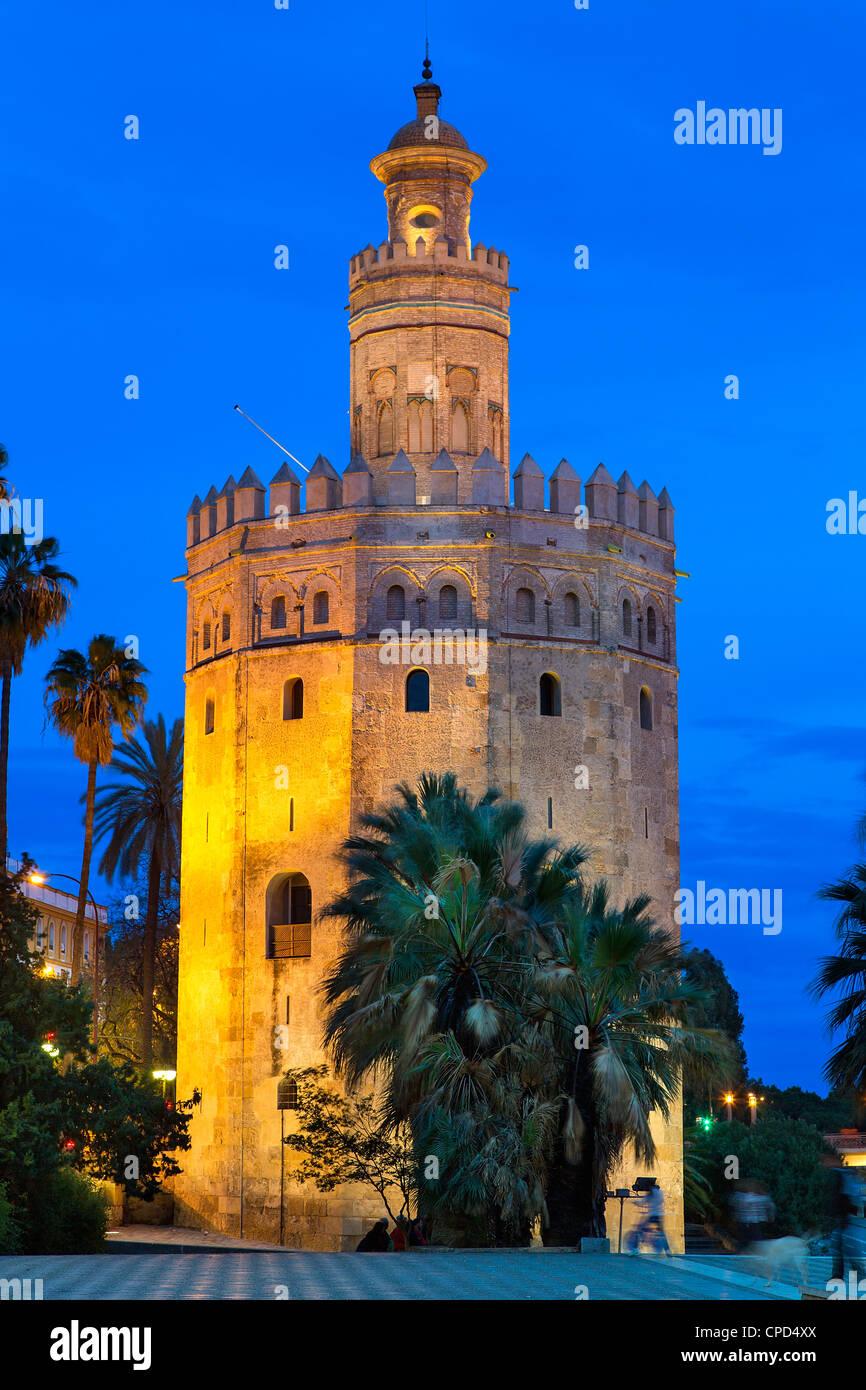 España, Andalucía, Sevilla, Torre del Oro al atardecer Imagen De Stock
