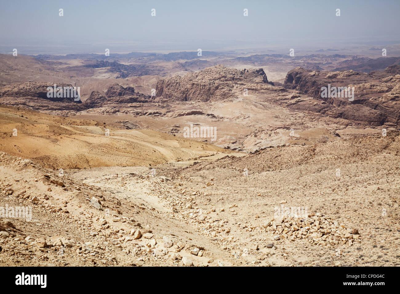 El accidentado paisaje en Petra, Jordania, Oriente Medio Imagen De Stock