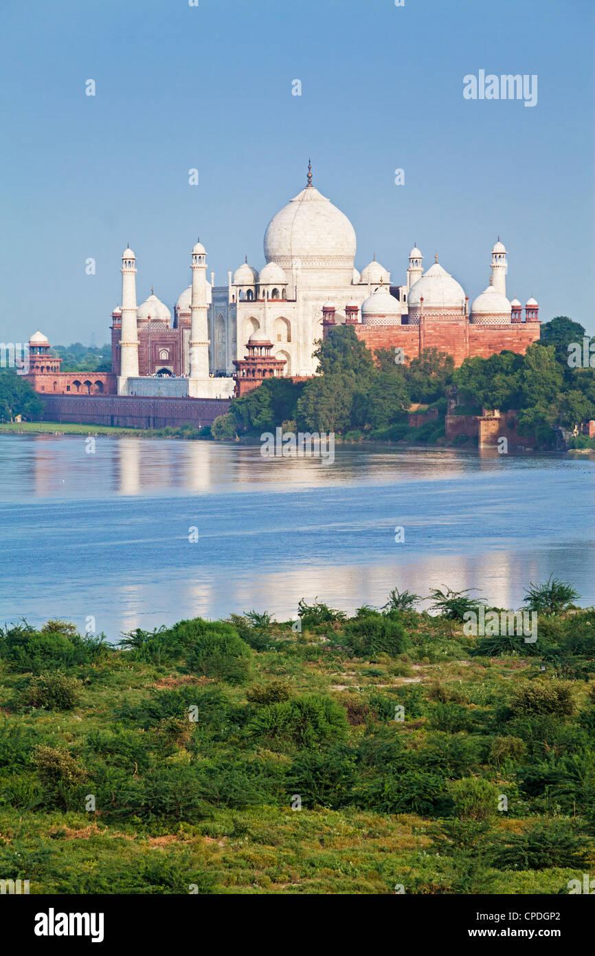 Taj Mahal, Patrimonio Mundial de la UNESCO, a través del Jumna (Río Yamuna, Agra, estado de Uttar Pradesh, Imagen De Stock