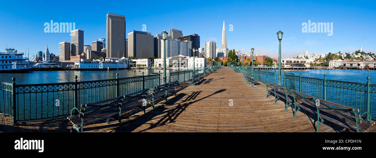 El horizonte de la ciudad, embarcadero, en San Francisco, California, Estados Unidos de América, América Imagen De Stock