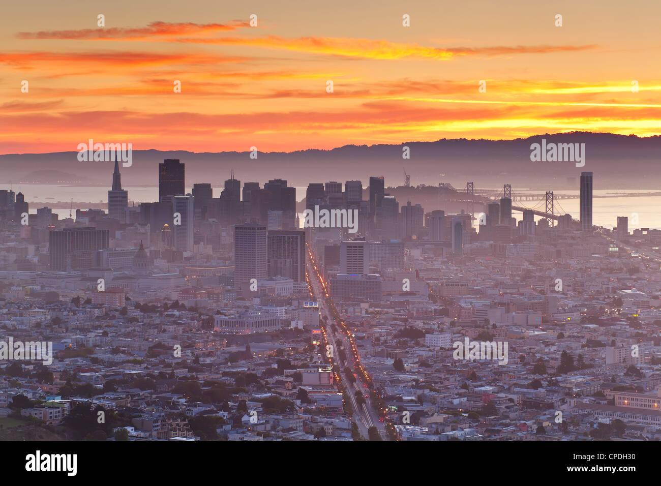 El horizonte de la ciudad vista desde Twin Peaks, San Francisco, California, Estados Unidos de América, América Imagen De Stock