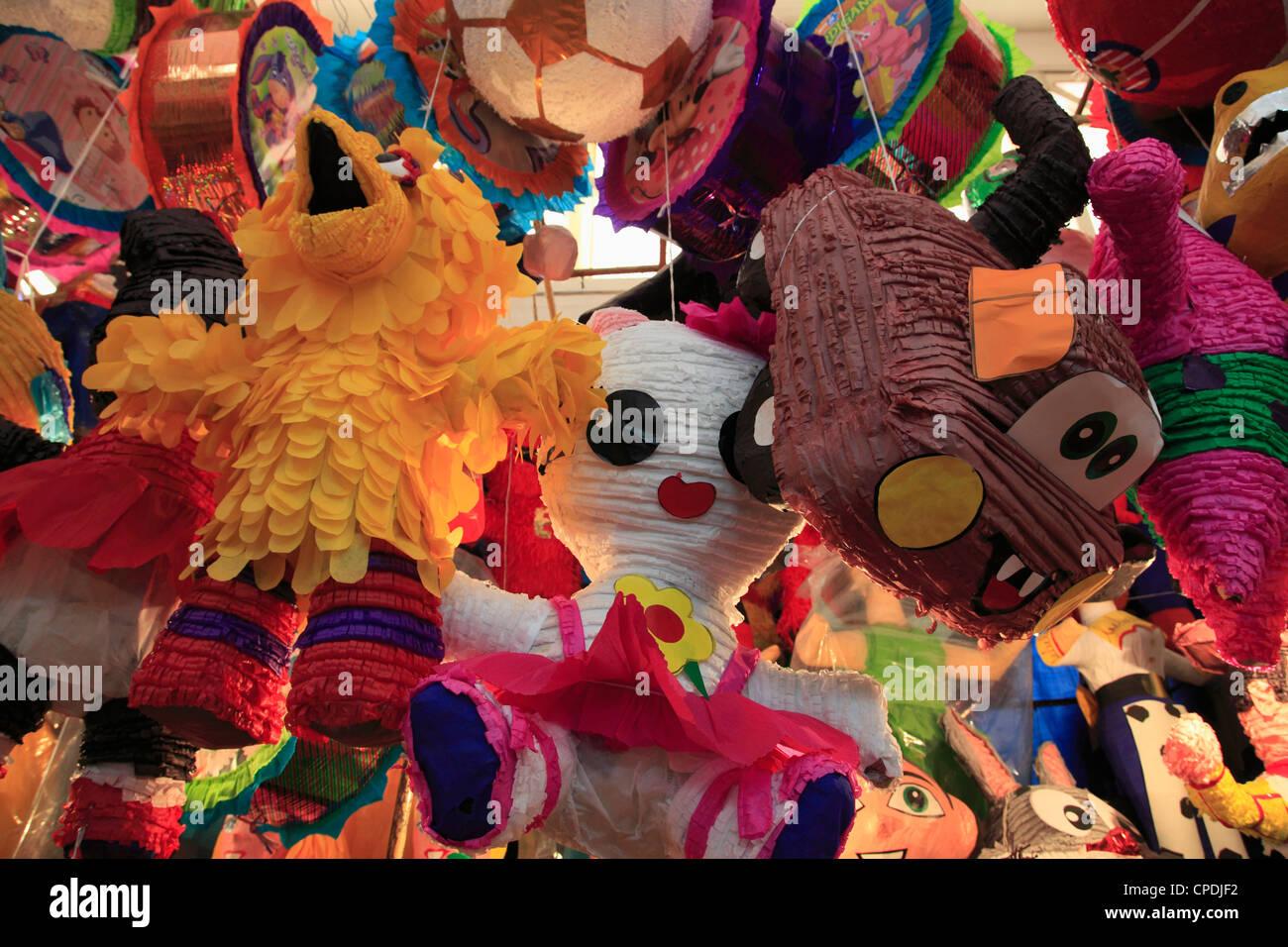 Pinatas, mercado, Xochimilco, Ciudad de México, México, América del Norte Imagen De Stock