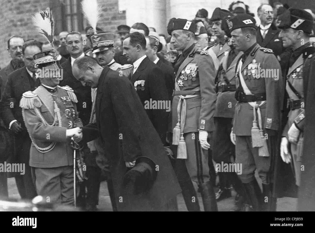 Benito Mussolini con el rey Victor Emmanuel, 1928 Foto de stock