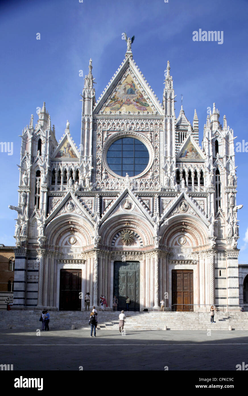 La fachada principal de la catedral de Siena SIENA TOSCANA ITALIA 10 de mayo de 2012 Imagen De Stock