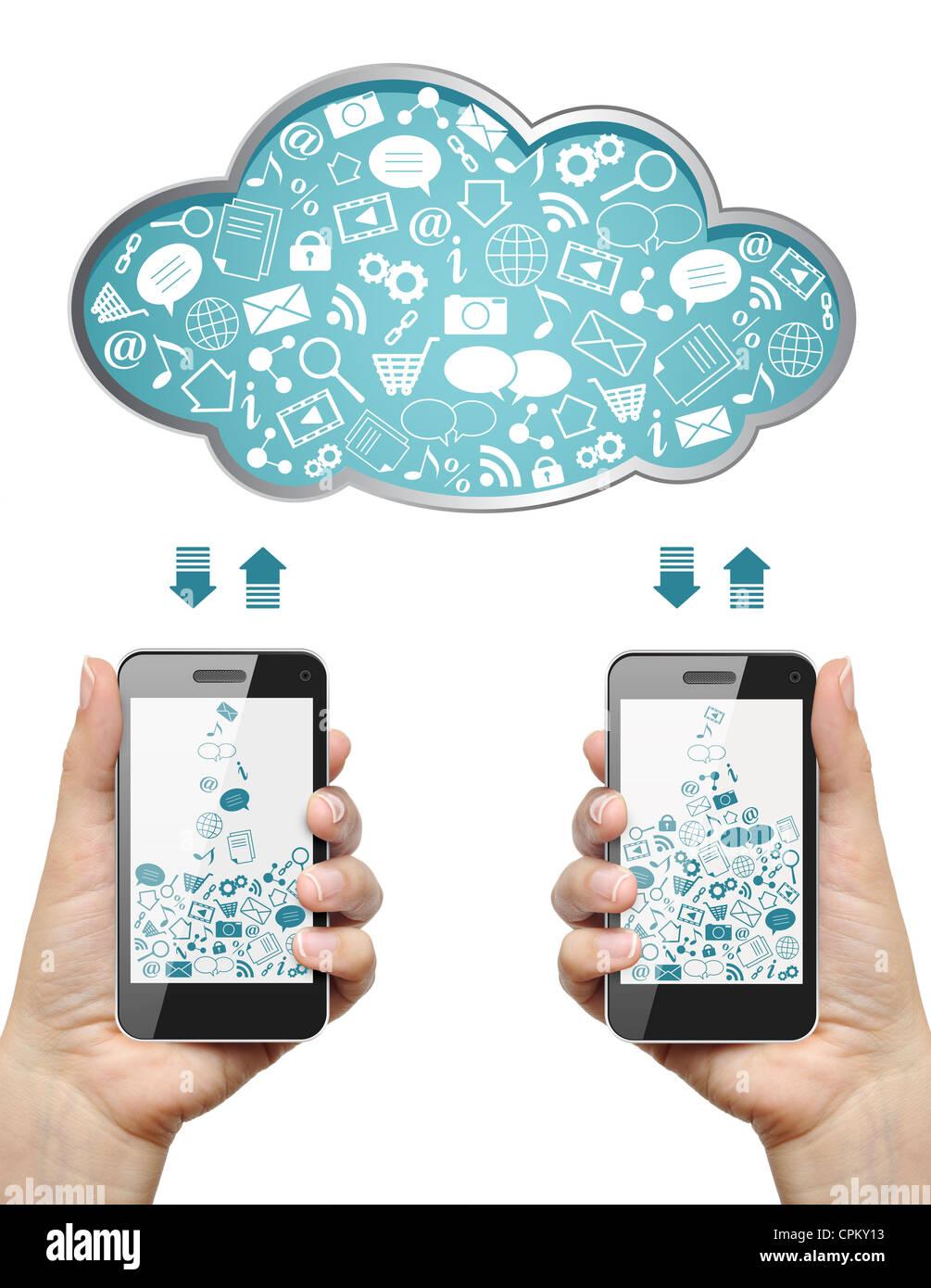 Teléfonos móviles en manos femeninas descargar información de la nube aislado en blanco. Concepto Imagen De Stock