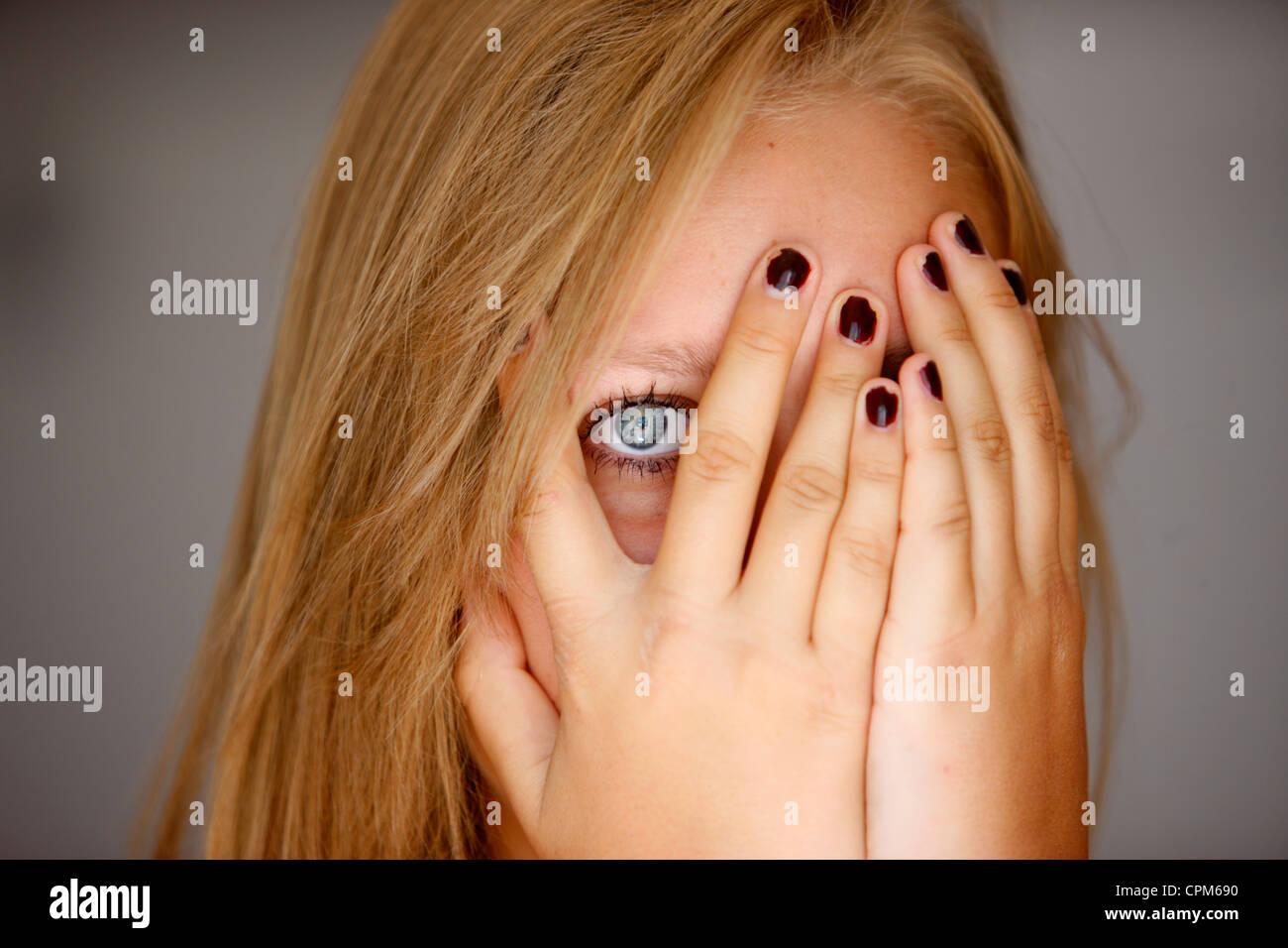 Tímida adolescente Imagen De Stock
