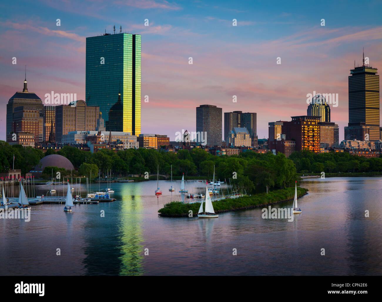 Boston y el Charles River visto desde Longfellow Bridge. Imagen De Stock