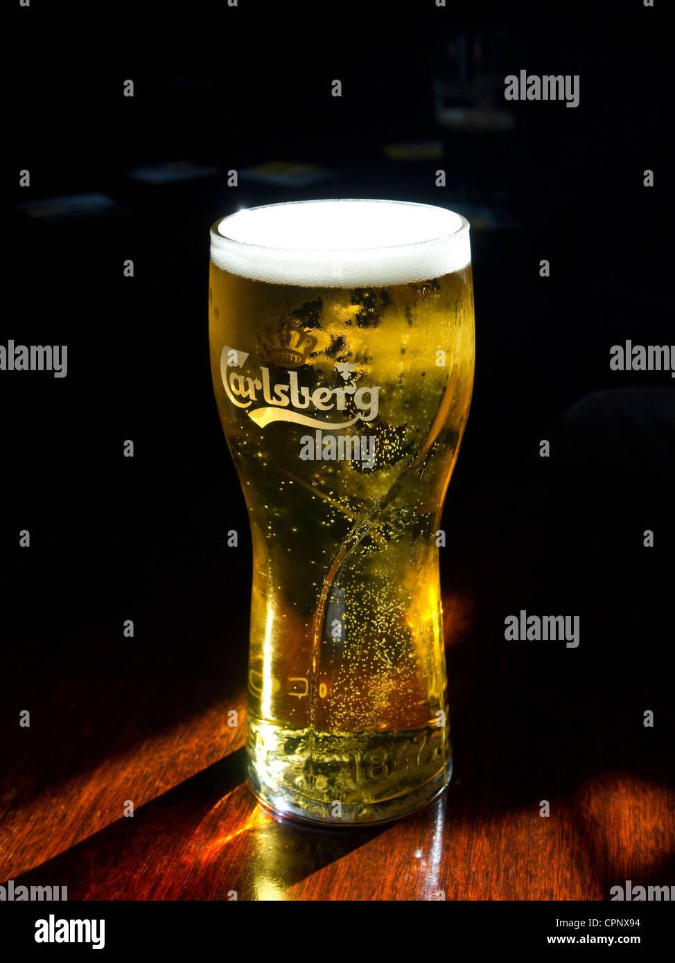 Stockamp; Carlsberg Imágenes Glass Fotos Beer De 4j5L3ARq
