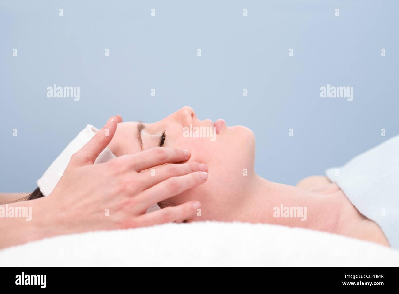 La terapia de rejuvenecimiento facial Imagen De Stock