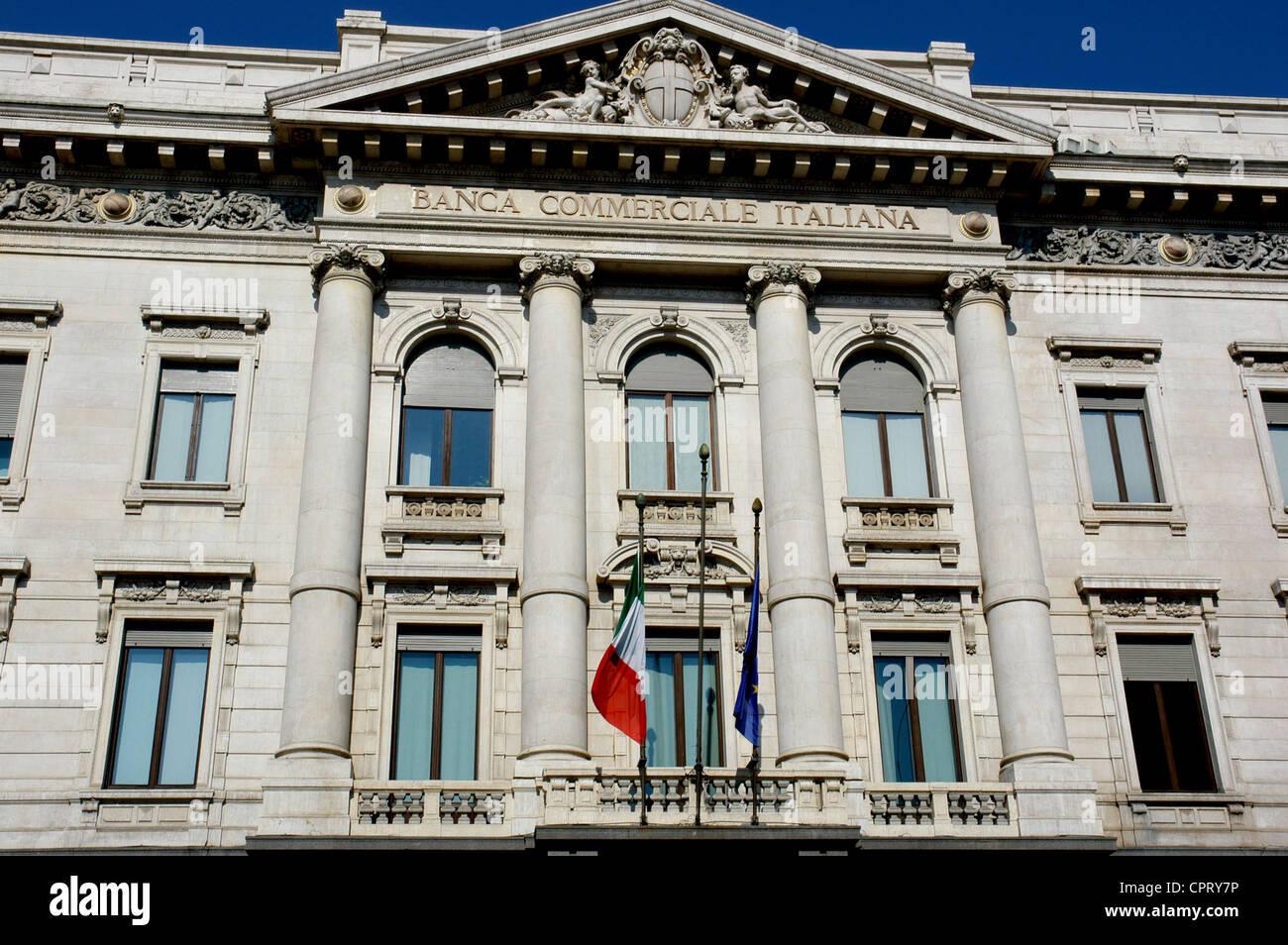 Palacio de la Banca Commerciale Italiana. Diseñado por Luca Beltrami (1854-1933) en 1927. Exterior. Milán. Imagen De Stock