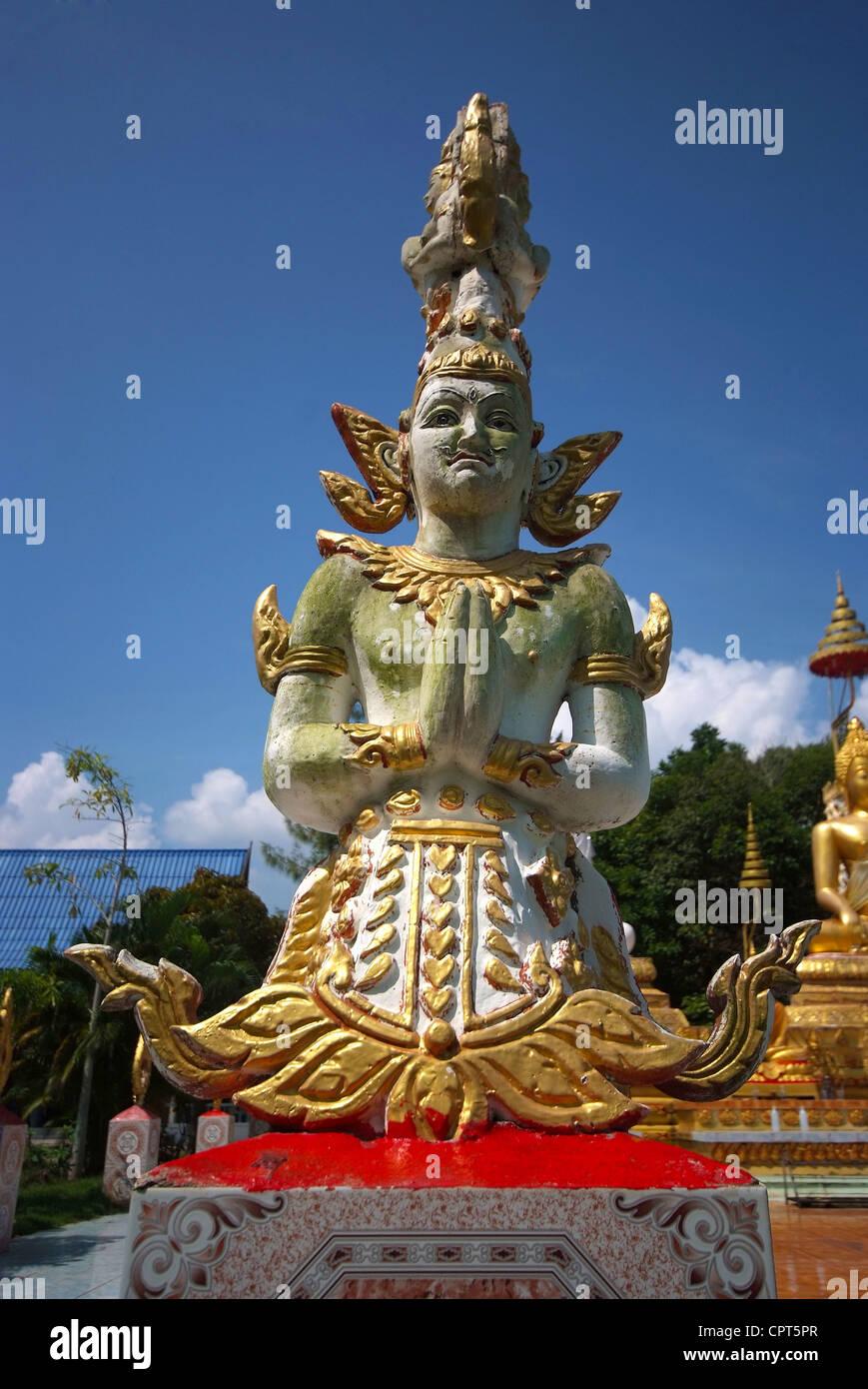 Ángel estatua en el templo en Tailandia Foto de stock