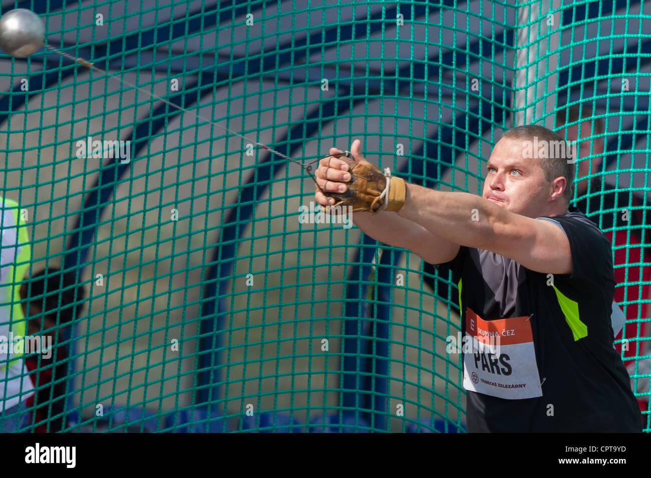 Krisztian Pars (HUN) Foto de Espiga de Oro el lanzamiento de martillo reunión atlética de la competencia el 24 de Foto de stock