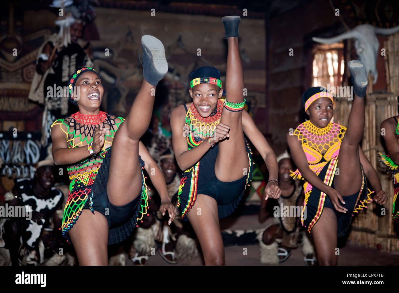 Tres mujeres africanas tradicionales bailes bailarines Imagen De Stock