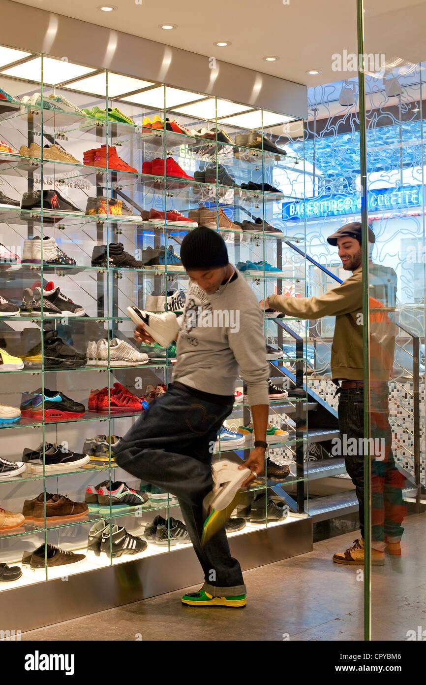 Francia, París, Rue Saint Honore, Colette concept store Imagen De Stock