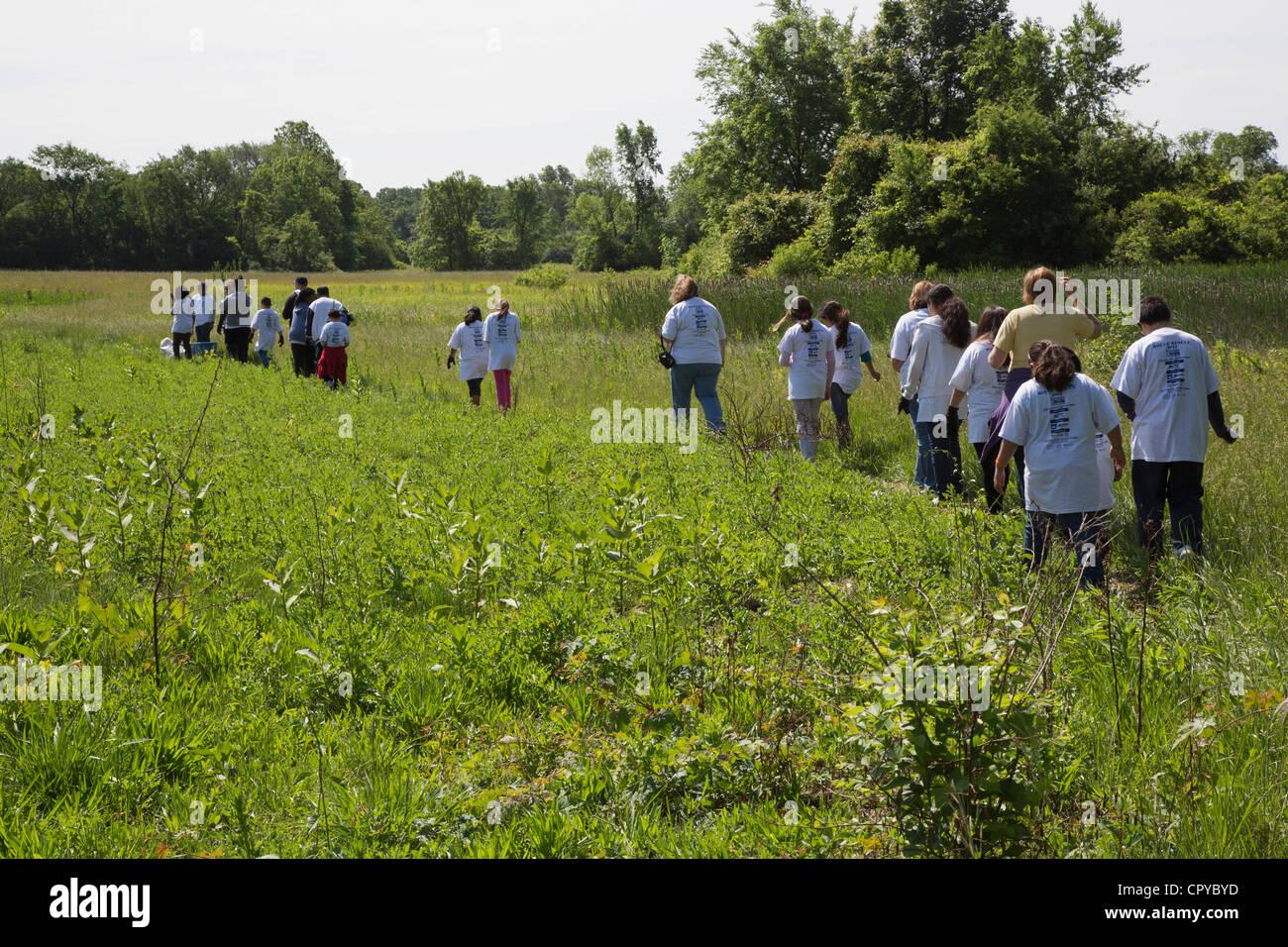 Detroit, Michigan - estudiantes de escuela elemental Neinas sobre un viaje de campo en el Rouge Park. Imagen De Stock