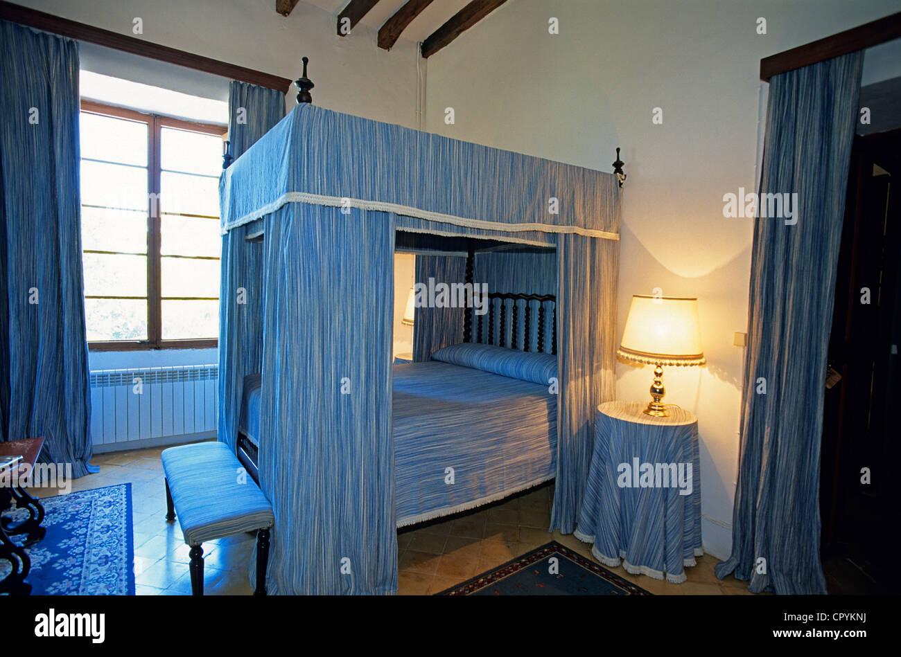 Dormitorios Mallorca.Espana Islas Baleares Mallorca Inca Cama Con Dosel Mallorquina