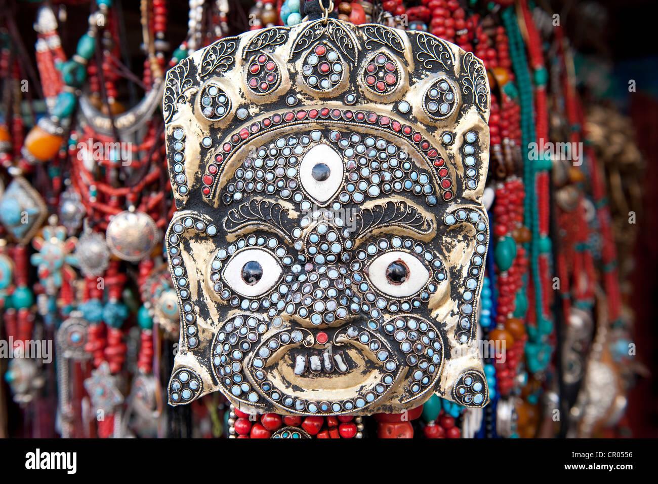 Máscara tibetana, joyas, collares, souvenirs, Lhasa, el Himalaya, el Tíbet central, Ue-Tsang, Región Imagen De Stock