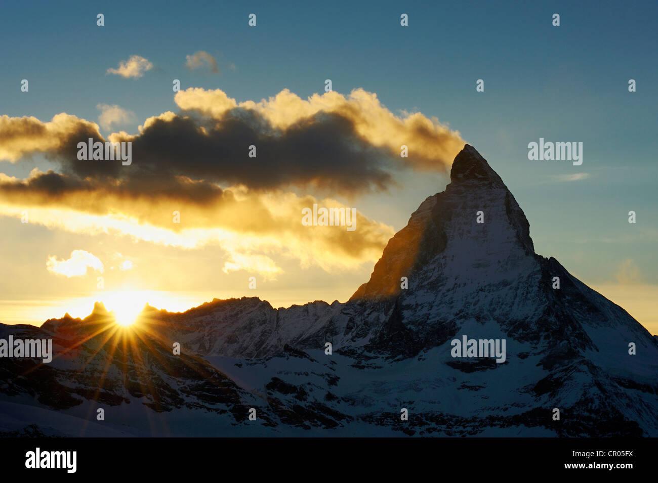Mt. Al atardecer Matterhorn, Zermatt, Valais, Suiza, Europa Imagen De Stock
