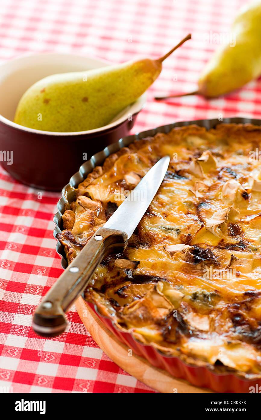 Un quiche con pear y champiñones. Imagen De Stock