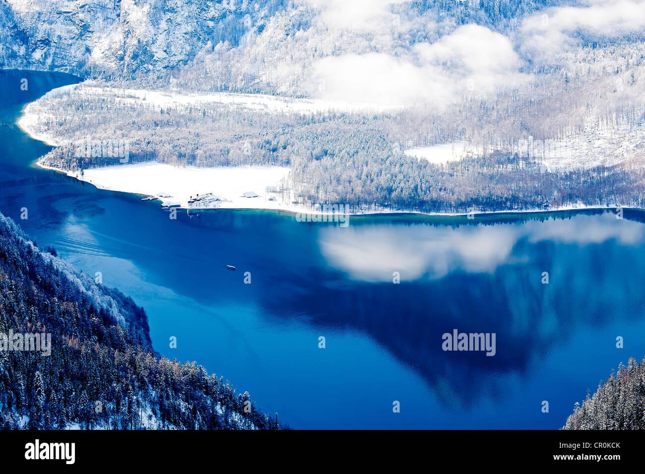 Lago Koenigssee en invierno, los Alpes de Baviera, Alemania, Europa Imagen De Stock