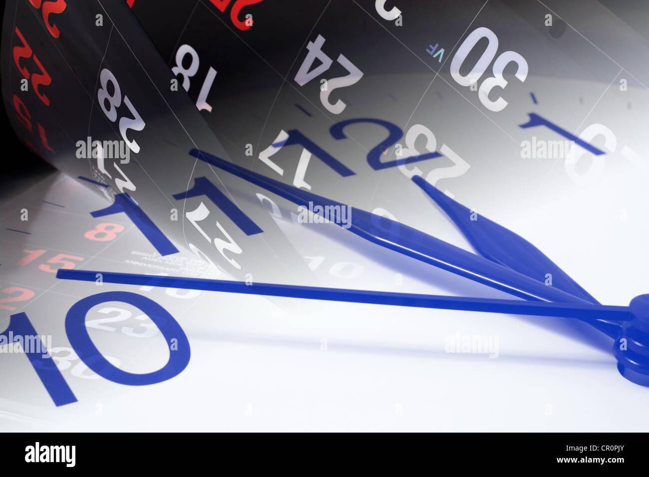 Las páginas del calendario y reloj Imagen De Stock