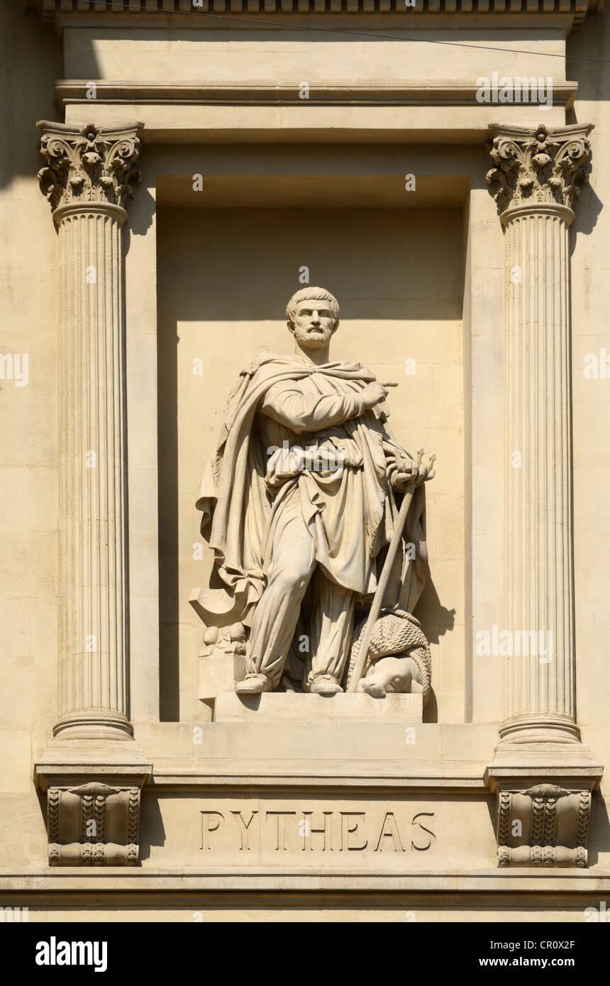 Escultura de Pytheas el explorador griego en la Cámara de Comercio La Canebière o MARSELLA Marsella Provenza Imagen De Stock