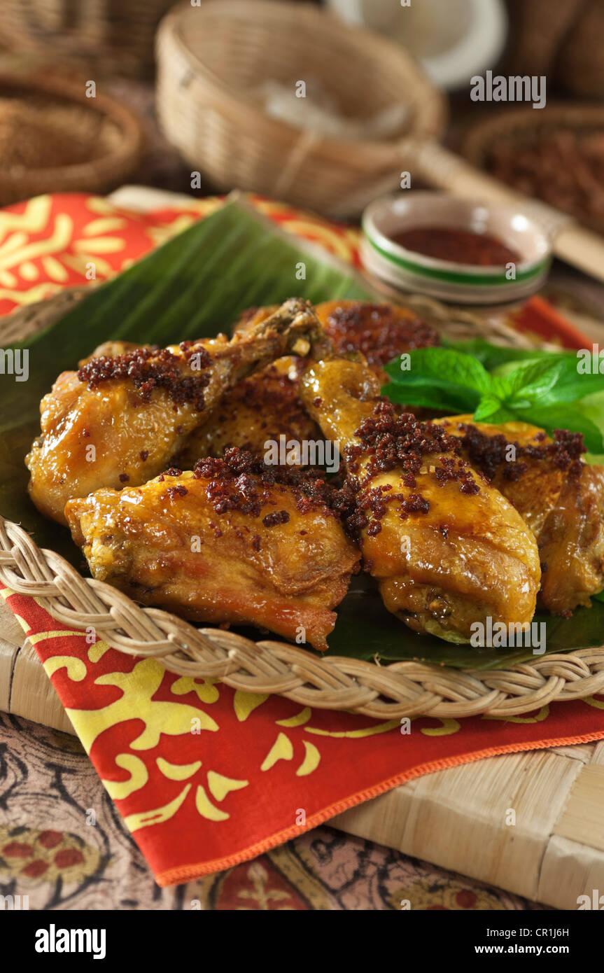 Ayam goreng pollo frito comida Indonesia Malasia El Sudeste asiático Imagen De Stock