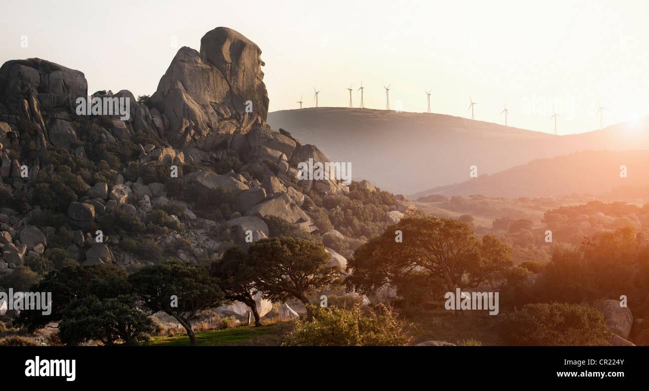 Los molinos de viento con vistas paisaje rural Foto de stock
