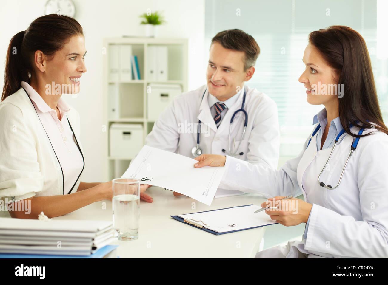 Vistoso Puestos De Trabajo Asistente Médico Imagen - Anatomía de Las ...