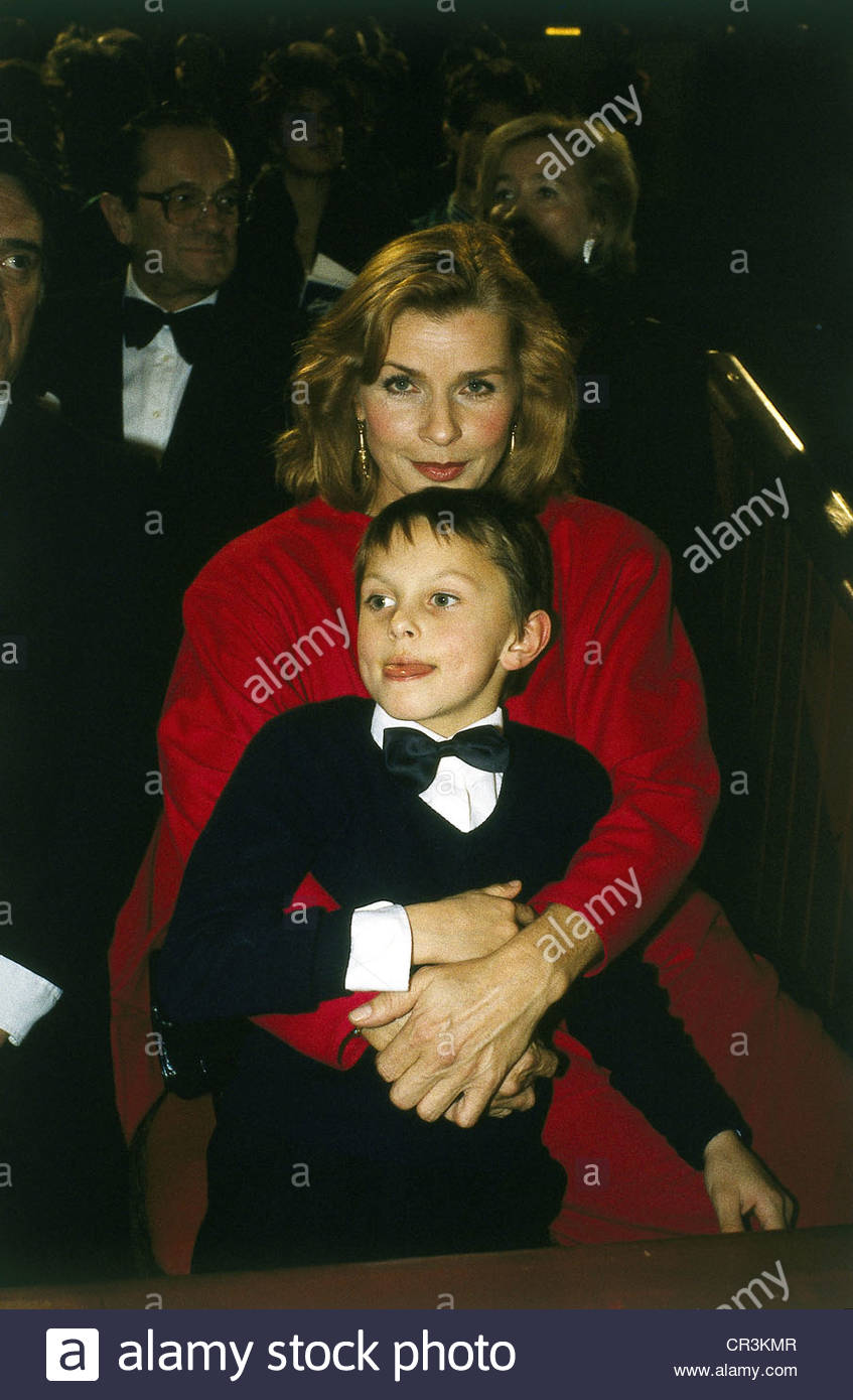 , Senta Berger, * 13.5.1941, actriz austríaca, de longitud media, con su hijo Simón, circa 1980, del niño, Imagen De Stock