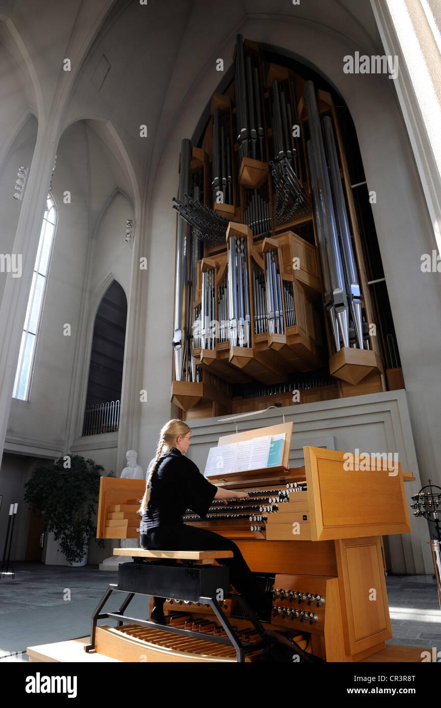 Islandia, Reykjavik, órgano de la iglesia de Hallgrim's Imagen De Stock